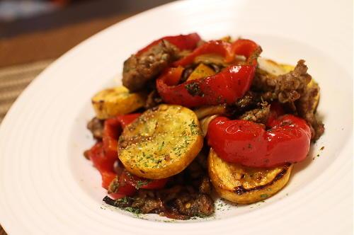 今日のキムチ料理レシピ:牛肉とズッキーニのキムチ炒め