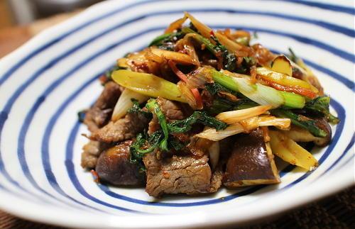今日のキムチレシピ:牛肉と春菊の甘辛キムチ炒め