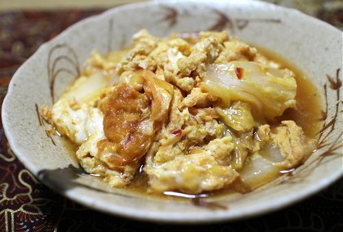 今日のキムチ料理レシピ:白菜と油揚げのピリ辛卵とじ