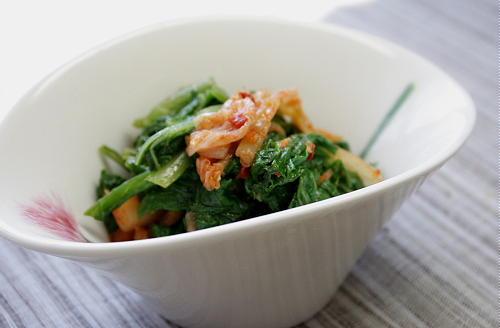 今日のキムチ料理レシピ:白菜のつまみ菜とキムチの甘酢和え
