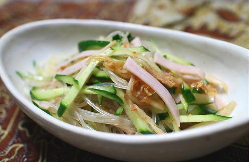 今日のキムチ料理レシピ:ハムとキムチの春雨サラダ