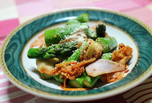 今日のキムチ料理レシピ:アスパラとハムのキムチ炒め