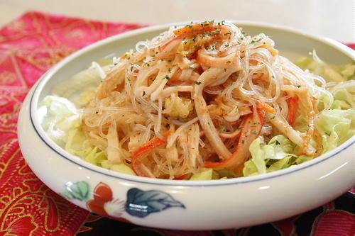 今日のキムチ料理レシピ:春雨とキムチのごま酢サラダ