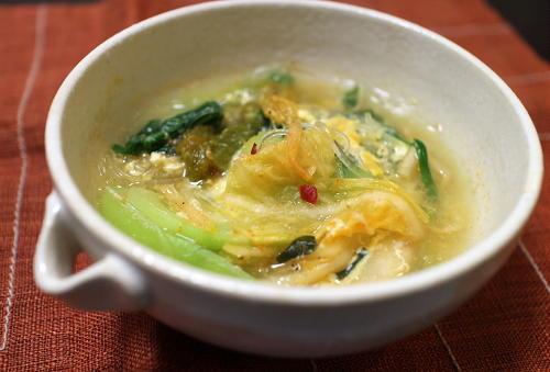 今日のキムチ料理レシピ:チンゲン菜と春雨のキムチスープ