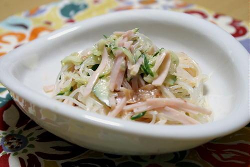 今日のキムチ料理レシピ:春雨の梅キムチ和えサラダ