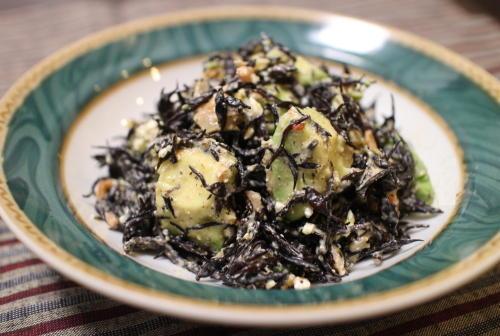 今日のキムチ料理レシピ:アボカドとひじきのキムチマヨ和え
