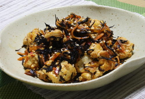 今日のキムチ料理レシピ:ひじきのピリ辛炒り豆腐