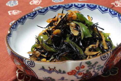 今日のキムチ料理レシピ: ひじきとピーマンのピリ辛レンジ煮