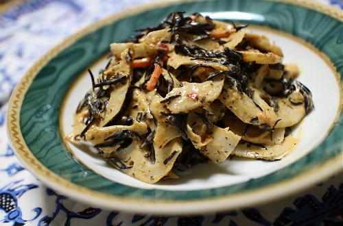 今日のキムチ料理レシピ:レンコンとひじきのピリ辛黒胡麻和え