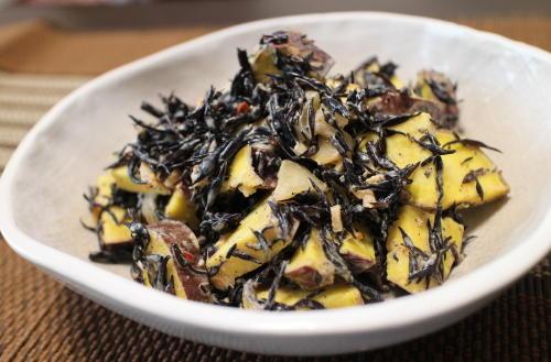 今日のキムチ料理レシピ:サツマイモとひじきのキムチ味噌マヨ和え