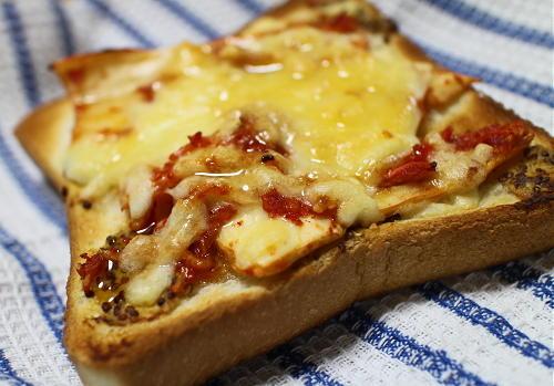 今日のキムチ料理レシピ:はちみつがけキムチチーズトースト