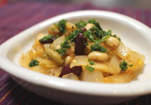今日のキムチ料理レシピ:ミックスビーンズとキムチのさっと煮
