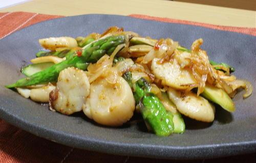 今日のキムチ料理レシピ:ホタテとアスパラとキムチのバター炒め