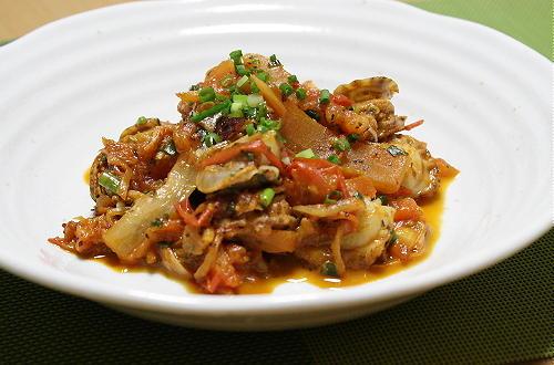 今日のキムチ料理レシピ:ホタテとトマトとキムチのバジル炒め
