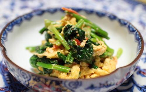 今日のキムチ料理レシピ:ほうれん草と卵のピリ辛マヨ和え