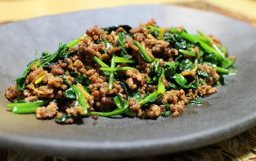 今日のキムチ料理レシピ:ほうれん草のピリ辛ひき肉炒め