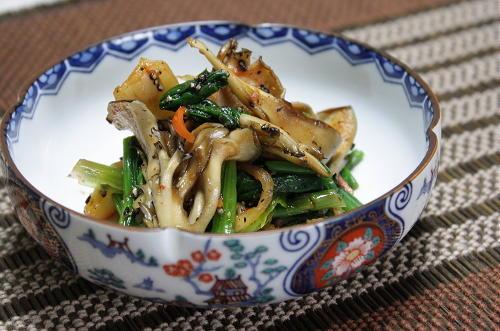 今日のキムチ料理レシピ:ほうれん草とまいたけのキムチ胡麻和え