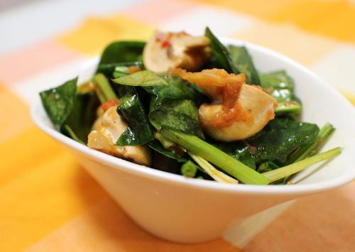 今日のキムチ料理レシピ:ほうれん草とマッシュルームの梅キムチ和え