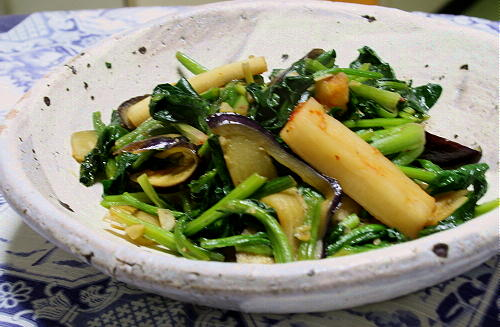 ほうれん草と茄子の大根キムチ炒めレシピ