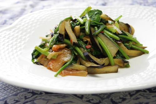 今日のキムチ料理レシピ:ほうれん草と茄子とキムチのガーリック炒め