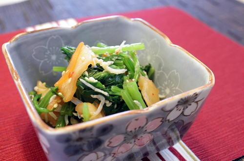 今日のキムチ料理レシピ:ほうれん草とキムチの酢醤油和え
