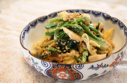 今日のキムチ料理レシピ:ほうれん草と卵とキムチのごまマヨ和え