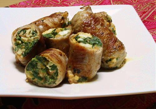 今日のキムチ料理レシピ:ほうれん草と卵のピリ辛肉巻き