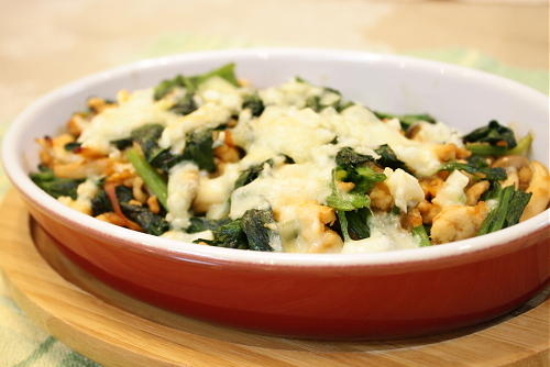 今日のキムチ料理レシピ:ほうれん草とキムチのひき肉チーズ焼き
