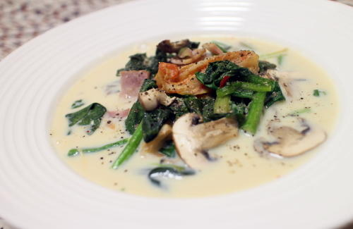 今日のキムチ料理レシピ:ほうれん草とキムチの豆乳スープ