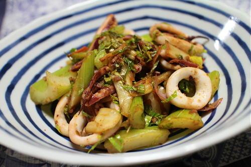 今日のキムチレシピ:イカとセロリのキムチバター炒め