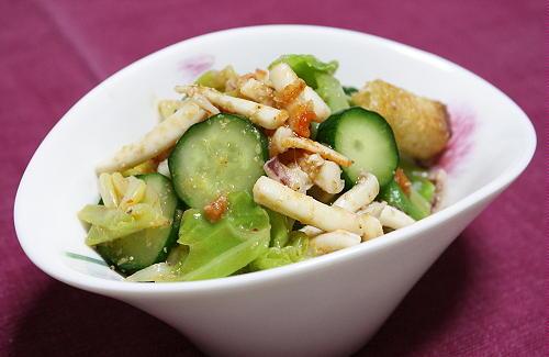 今日のキムチ料理レシピ:イカとキムチのたっぷりサラダ