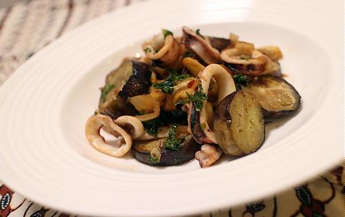 今日のキムチ料理レシピ:イカとなすのキムチ炒め