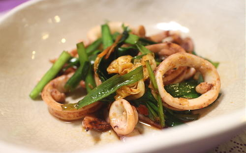 今日のキムチ料理レシピ:イカとにらのキムチ炒め