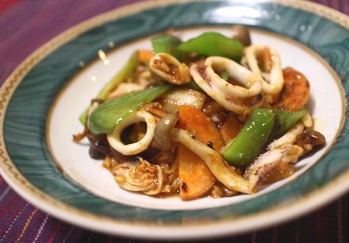 今日のキムチ料理レシピ:いかとキムチのオイスター炒め