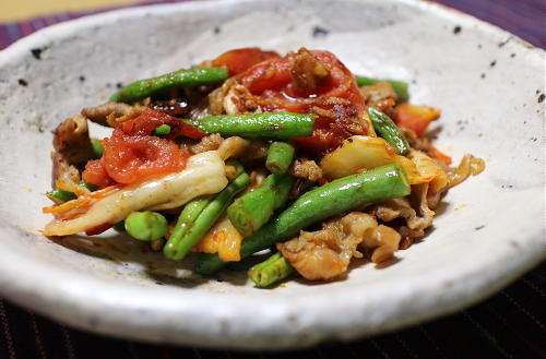 今日のキムチレシピ:豚肉とトマトのキムチ炒め