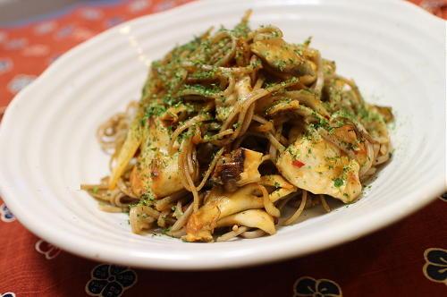 今日のキムチレシピ:鶏肉とキムチの炒め蕎麦