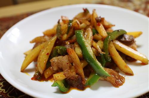 今日のキムチ料理レシピ:じゃがいもと豚肉のピリ辛みそ炒め
