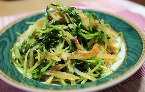 今日のキムチ料理レシピ:ジャガイモと豆苗のツナキムチ炒め