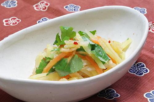 今日のキムチ料理レシピ:ジャガイモとキムチの甘酢和え