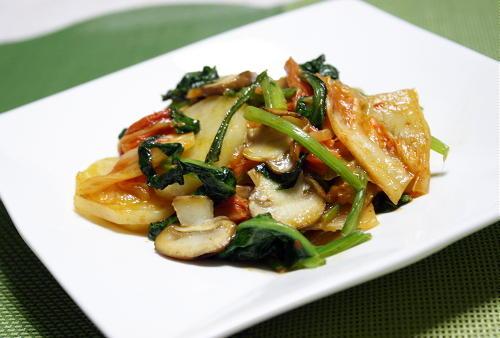 今日のキムチ料理レシピ:ジャガイモとキムチのクリーム炒め