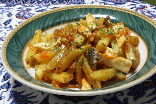 今日のキムチ料理レシピ:じゃがいもとエリンギのキムチバター蒸し