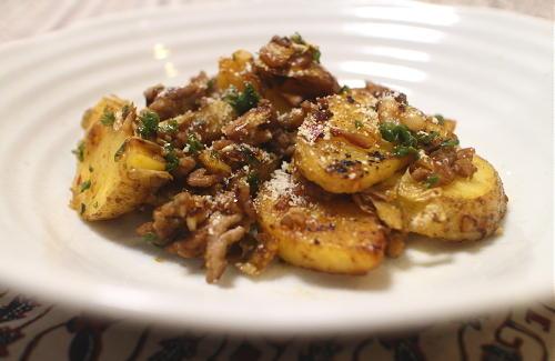 今日のキムチ料理レシピ:ジャガイモのキムチひき肉炒め