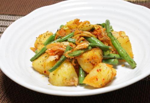 今日のキムチ料理レシピ:ジャガイモとキムチの香味バター炒め