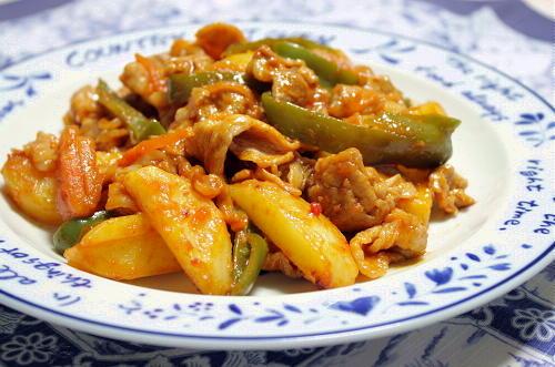 今日のキムチ料理レシピ: ジャガイモとキムチのケチャップ炒め