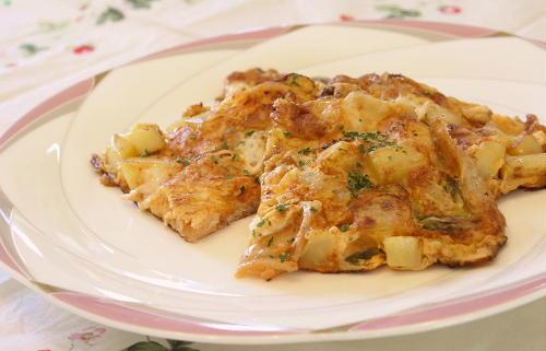 今日のキムチ料理レシピ:ジャガイモとキムチのチーズオムレツ