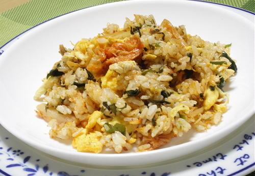 今日のキムチ料理レシピ:じゃことわかめとキムチの炒飯