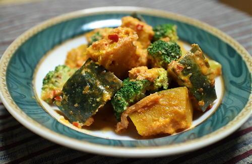 今日のキムチ料理レシピ:カボチャとブロッコリーのピリ辛サラダ