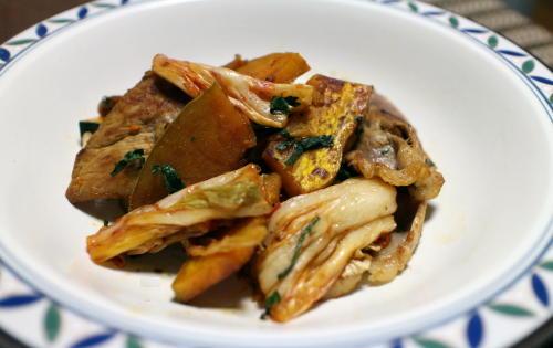 今日のキムチ料理レシピ:豚肉とかぼちゃとキムチの大葉炒め