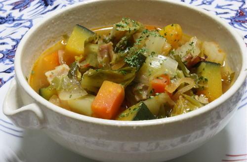 今日のキムチ料理レシピ:たっぷり野菜とキムチのスープ