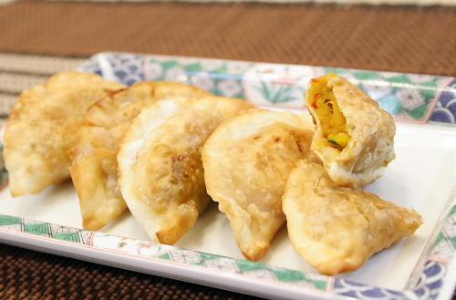 今日のキムチ料理レシピ:カボチャとキムチの揚げ餃子